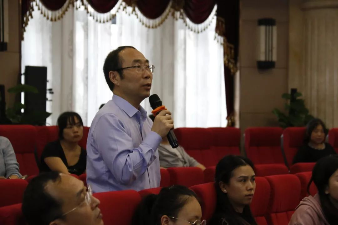 王一院长在学习会上交流提问_重庆爱尔眼科医院(总院)