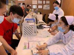 高考后首日:考生扎堆选择重庆爱尔眼科医院(总院)做近视手术